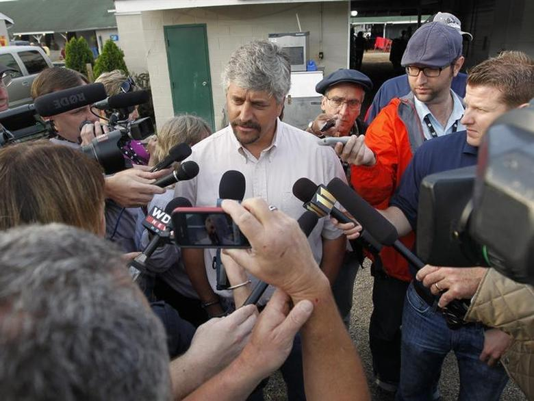 Trainer Steve Asmussen (C) talks about his horses, Kentucky Derby hopefuls Daddy Nose Best and Sabercat, after early morning workout at Churchill Downs in Louisville, Kentucky,April 30, 2012. REUTERS/John Sommers II