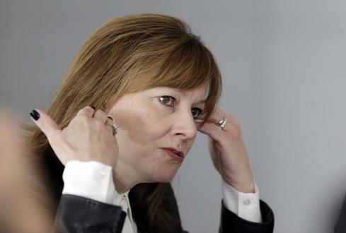 GM sued by investor over slow ignition fix