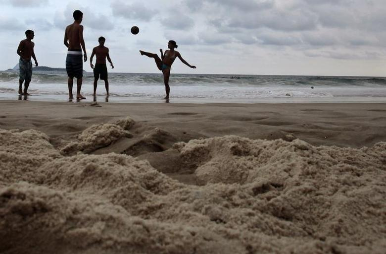 Residents play soccer at Ipanema beach ahead of the Confederations Cup in Rio de Janeiro June 14, 2013. REUTERS/Sergio Moraes