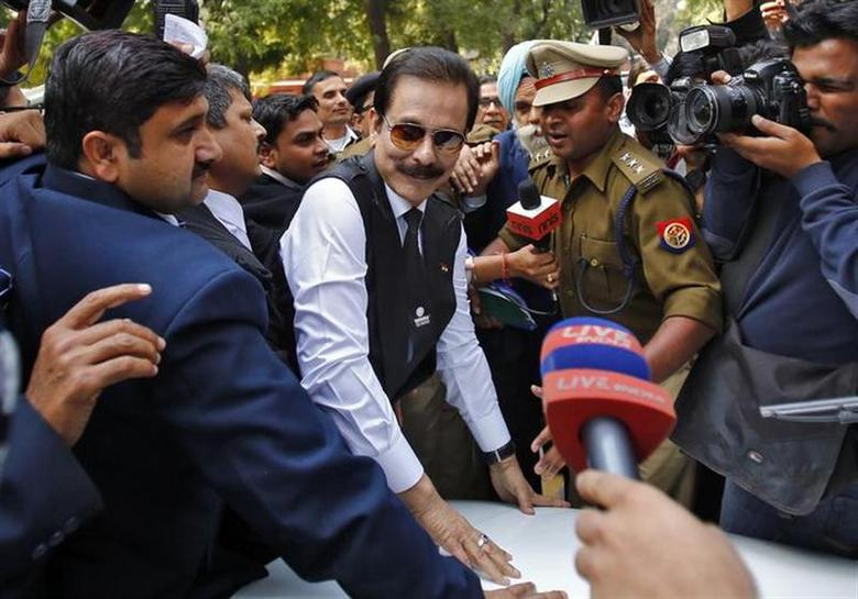 The Sahara group chairman Subrata Roy (C) arrives at the Supreme Court in New Delhi March 4, 2014. REUTERS/Anindito Mukherjee/Files
