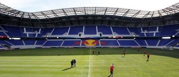 Members of the Major League Soccer (MLS) club New York Red Bulls practice in the Red Bulls Arena during a team workout in Harrison, New Jersey, March 16, 2010. REUTERS/Mike Segar