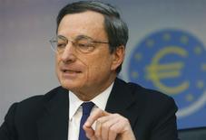 El presidente del Banco Central Europeo, Mario Draghi, en la conferencia mensual del organismo en Fráncfort, Alemania, mar 6 2014. Los bancos deberían tomar rápidamente acciones para resolver cualquier dificultad antes de que el Banco Central Europeo complete sus pruebas de solvencia al sector, dijo el martes el presidente de la entidad, Mario Draghi, al tiempo que destacó la disposición del BCE de tomar medidas ante una baja inflación. REUTERS/Ralph Orlowski