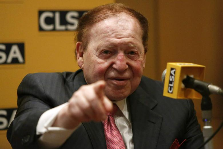 Las Vegas Sands Corp Chairman and Chief Executive Officer Sheldon Adelson points a reporter during a news conference in Tokyo February 24, 2014. REUTERS/Yuya Shino