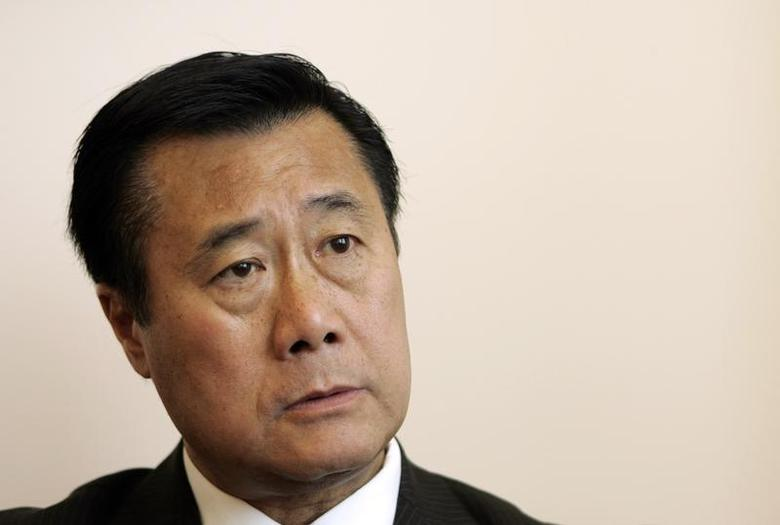 California State Senator Leland Yee (D-San Francisco) talks in his office about the state's budget impasse in San Francisco, California July 3, 2009. REUTERS/Robert Galbraith