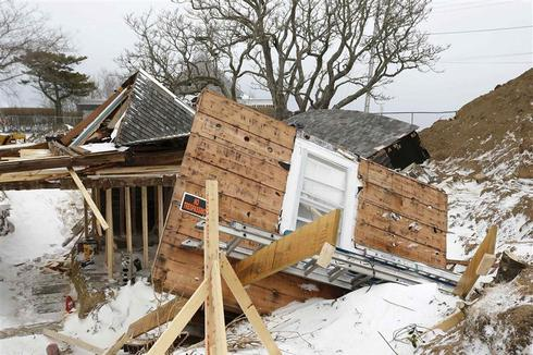 Late blast of wintry weather hits parts of New England