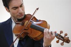 Violist David Aaron Carpenter of the U.S. plays the 'Macdonald' Viola by Antonio Stradivari, made in 1719, at Sotheby's gallery in New York March 27, 2014. REUTERS/Eduardo Munoz