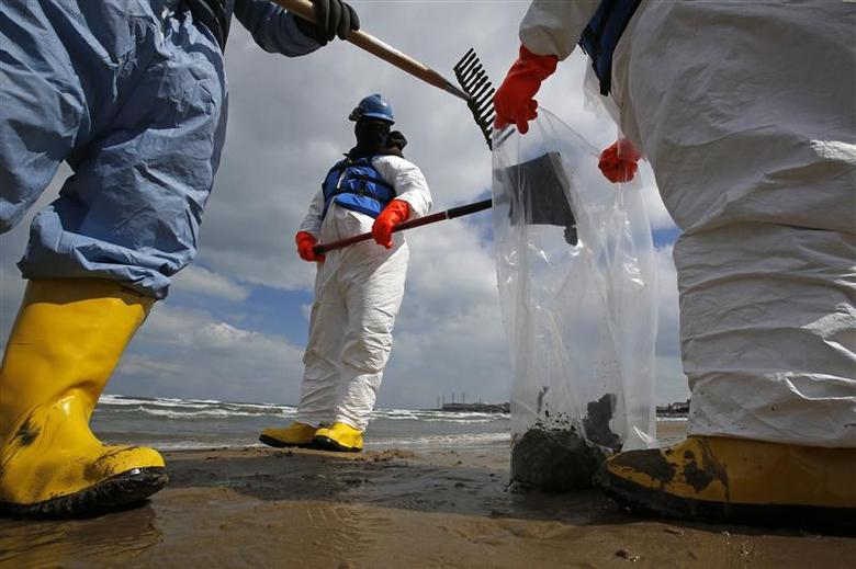 BP raises Lake Michigan oil spill estimate; Senators...