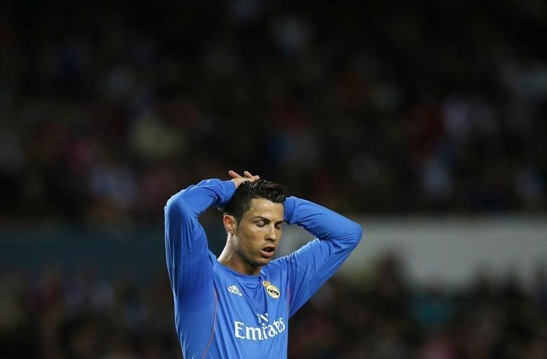 Real Madrid's Cristiano Ronaldo reacts during their Spanish First Division soccer match against Sevilla at Ramon Sanchez Pizjuan stadium in Seville March 26, 2014. REUTERS/Marcelo del Pozo