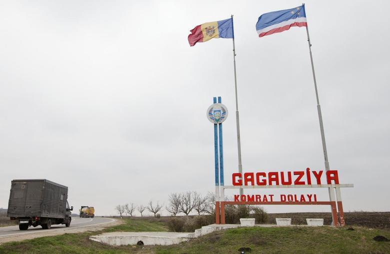 A sign informs motorists of entering the territory of the autonomous Moldovan province Gagauzia, March, 27, 2014. REUTERS/Viktor Dimitrov