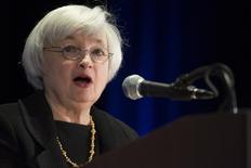 """A chair do Federal Reserve, Janet Yellen, fala durante uma conferência em Chicago. Yellen disse nesta segunda-feira que o compromisso """"extraordinário"""" do banco central dos Estados Unidos em impulsionar a economia, especialmente o mercado de trabalho, ainda será necessário por algum tempo. 31/03/2014 REUTERS/John Gress"""