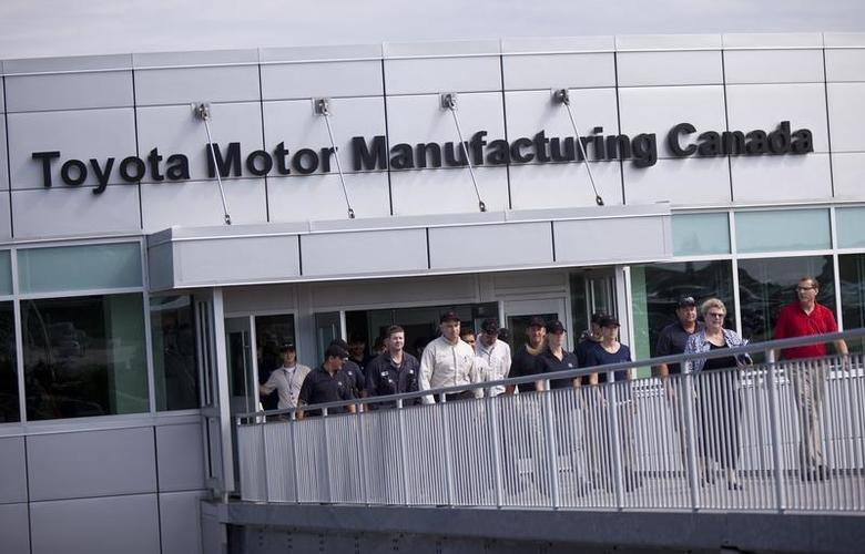Employees at the Toyota assembly plant in Woodstock, Ontario, leave the plant for an announcement that the plant will be assembling the RAV4 EV electric vehicle, August 5, 2011. REUTERS/Geoff Robins