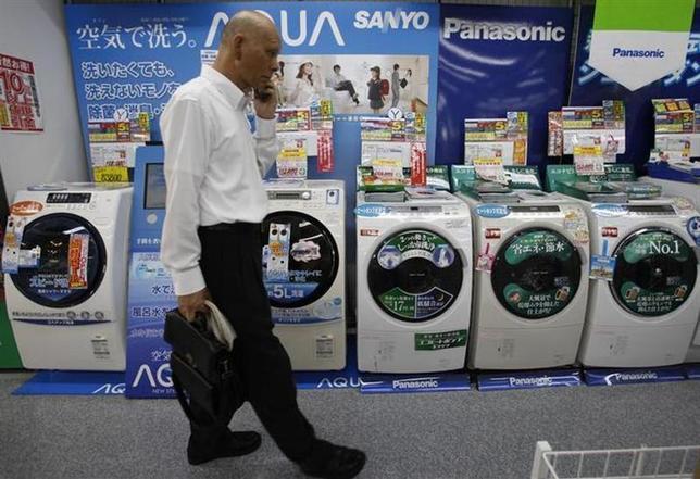 4月1日、8%への消費増税がスタートしたが、政府・日銀を不安にさせるデータが発表された。3月日銀短観の中で示された企業の先行きに対する強い警戒感だ。写真は都内の家電製品販売店舗で2011年7月撮影(2014年 ロイター/Yuriko Nakao)
