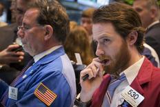 Wall Street a ouvert en hausse mardi, au lendemain des déclarations de la présidente de la Réserve fédérale Janet Yellen qui ont éloigné les craintes d'un tour de vis monétaire imminent. Le Dow Jones gagnait 0,07%. Le Standard & Poor's 500, progressait de 0,19% et le Nasdaq  prenait 0,48%. /Photo prise le 21 mars 2014/REUTERS/Lucas Jackson
