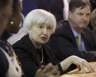 La presidenta de la Reserva Federal, Janet Yellen, en una charla con estudiantes en la Universidad Daley en Chicago, mar 31 2014. Los rendimientos de los bonos del Tesoro estadounidense a largo plazo subían el martes por datos positivos de la actividad fabril en el país norteamericano, mientras que los títulos de mediano plazo operaban estables tras los recientes comentarios de la presidenta de la Reserva Federal, Janet Yellen. REUTERS/John Gress