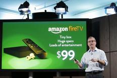 Вице-президент Amazon Kindle Питер Ларсен на презентации Amazon Fire TV в Нью-Йорке 2 апреля 2014 года. Amazon.com Inc представил в среду приставку Fire TV для потоковой передачи видео и игр, с помощью которой компания выходит на набирающий популярность рынок домашних развлечений и может в будущем подстегнуть показатели своего основного бизнеса - онлайн-торговли. REUTERS/Eduardo Munoz
