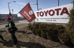 Representatives from Unifor stand outside the Toyota plant in Cambridge, March 31, 2014. REUTERS/Mark Blinch