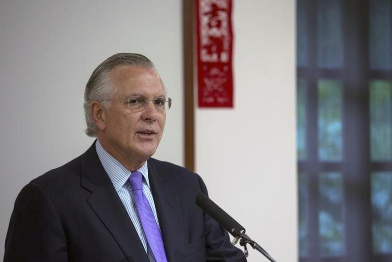 Richard Fisher, president of the Federal Reserve Bank of Dallas, speaks on ''U.S. Economy and Monetary Policy: Where to From Here?'' during at luncheon in Hong Kong April 4, 2014. REUTERS/Tyrone Siu