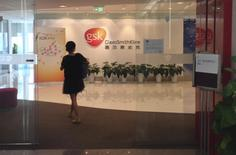 A Chinese employee walks into a GlaxoSmithKline (GSK) office in Beijing, July 19, 2013. REUTERS/Jason Lee