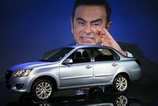 Глава альянса Renault-Nissan Карлос Гон на мировой премьере недорогой модели Datsun on-DO 4 апреля 2014 года в Москве. Японский автоконцерн Nissan намерен запустить продажи автомобиля эконом-класса Datsun в России летом этого года и, несмотря на экономический спад и политический кризис в отношениях России и Запада, увеличил план продаж авто на ближайшие годы. REUTERS/Artur Bainozarov