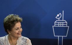A presidente Dilma participa da cerimônia de assinatura da concessão do aeroporto internacional do Rio de Janeiro. Dilma afirmou nesta sexta-feira que o governo federal lançará a terceira etapa do Programa de Aceleração do Crescimento (PAC) por volta de agosto. 02/04/2014 REUTERS/Ricardo Moraes