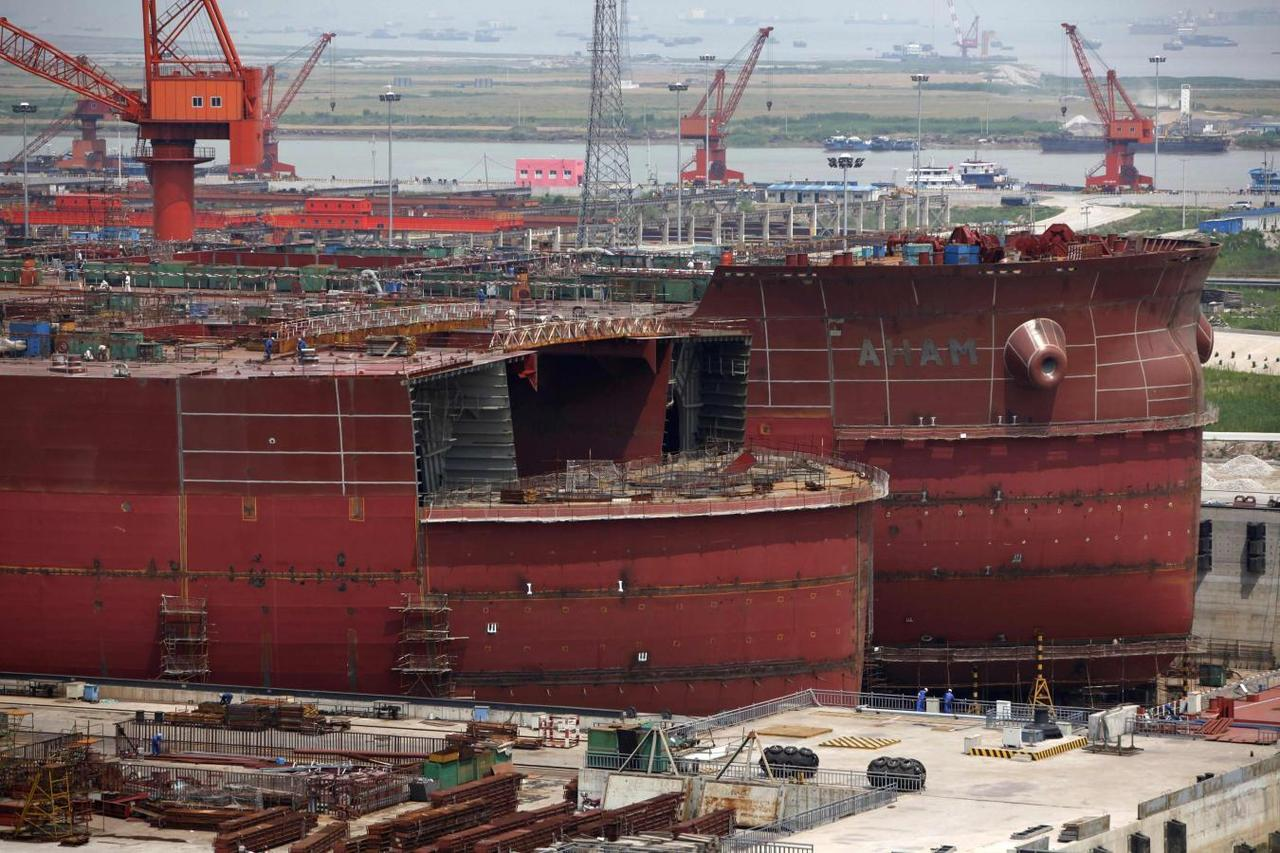 Deadbeat Chinese shipyards stick banks with default bill - Reuters