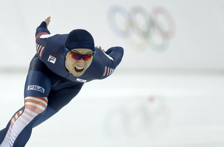 Lee Kyou-hyuk of South Korea competes in the men's 1,000 meters speed skating race during the 2014 Sochi Winter Olympics, February 12, 2014. REUTERS/Phil Noble