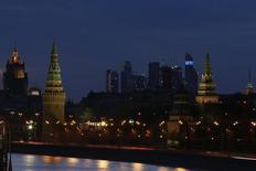 Вид на Кремль в Москве 29 марта 2014 года. Рабочая неделя в Москве может обойтись без серьезных заморозков по ночам, но и в светлое время суток температура вряд ли будет подниматься до высоких отметок, ожидают синоптики. REUTERS/Artur Bainozarov