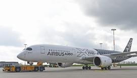 An Airbus A350 XWB flight-test aircraft is towed during a media-day at the German headquarters of aircraft company Airbus in Hamburg-Finkenwerder, April 7, 2014. REUTERS/Fabian Bimmer