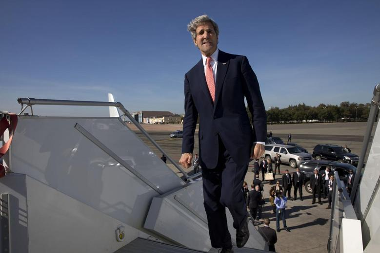 U.S. Secretary of State John Kerry boards his plane to leave Mohammed V International Airport in Casablanca for a return to the United States April 4, 2014. REUTERS/Jacquelyn Martin/Pool