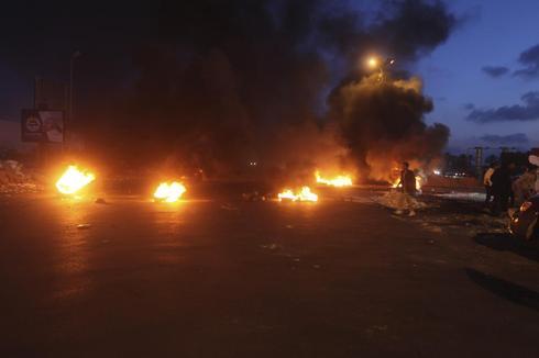 Lufthansa, Austrian halt Libya flights; airport road blocked