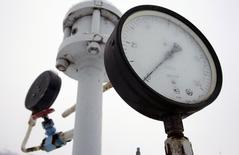 Датчик давления на газокомпрессорной станции в украинском городе Боярка 7 января 2009 года. Нафтогаз Украины не заплатил Газпрому за поставки газа в марте - последнем месяце, когда Киев покупал российский газ по льготной цене $268,5 за 1.000 кубометров, сказал Рейтер представитель концерна. REUTERS/Konstantin Chernichkin