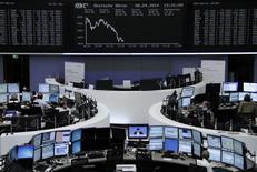 Les Bourses européennes sont en repli à mi-séance mardi, la prudence s'imposant avant le début de la saison des résultats trimestriels. À Paris, le CAC 40 abandonnait 0,76% vers 12h45 et à Francfort, le Dax cédait 0,86%. /Photo prise le 8 avril 2014/REUTERS