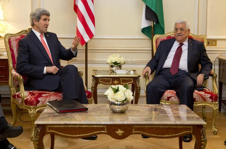 U.S. Secretary of State John Kerry (L) meets with Palestinian President Mahmoud Abbas about ongoing peace talks with Israel in Paris February 19, 2014. REUTERS/Evan Vucci/Pool