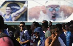 Operários em greve do lado de fora do Parque Olímpico dos Jogos de 2016 no Rio de Janeiro. 08/04/2014 REUTERS/Ricardo Moraes