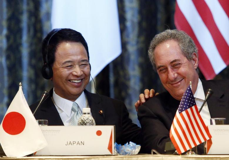 Japan's Economics Minister Akira Amari (L) shares a light-hearted response with a journalist, next to U.S. Trade Representative Michael Froman, during a news conference at the end of a four-day Trans-Pacific Partnership (TPP) Ministerial meeting in Singapore February 25, 2014 file photo. REUTERS/Edgar Su/Files