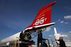 Workers install the tail section on a full-scale cabin mockup of the all-composite Bombardier Aerospace Learjet 85 business jet , four days before the opening of the 48th Paris Air Show, at Le Bourget airport near Paris, June 11, 2009. REUTERS/Pascal Rossignol