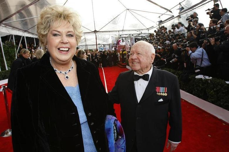 Actor Mickey Rooney and his wife Jan arrive at the 14th annual Screen Actors Guild Awards in Los Angeles January 27, 2008. REUTERS/Mario Anzuoni/Files