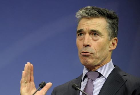 NATO's Rasmussen says Russia must pull back troops if it wants dialogue