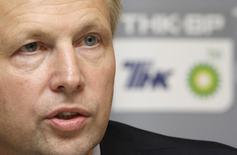 Глава ТНК-ВР Боб Дадли на пресс-конференции в Москве 17 июля 2008 года. Британская BP может воспользоваться своим присутствием на российском рынке, чтобы помочь улучшить отношения между Москвой и Западом, сказал в четверг генеральный директор нефтяного гиганта Боб Дадли. REUTERS/Denis Sinyakov