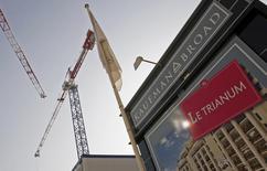 Le promoteur immobilier Kaufman & Broad a enregistré une baisse de son résultat net et de sa marge brute pour son premier trimestre 2014 clos fin février en raison notamment d'une baisse des réservations dans ses activités logement. /Photo d'archives/REUTERS/Jean-Paul Pélissier