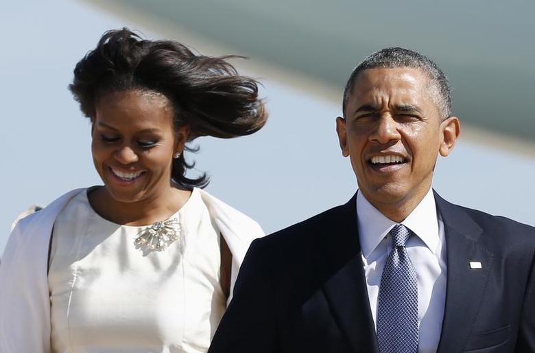 U.S. President Barack Obama and first lady Michelle Obama step from Air Force One upon their arrival in Austin, Texas April 10, 2014. REUTERS/Kevin Lamarque