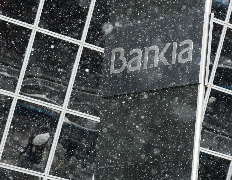 Snow falls at Bankia headquarters in Madrid, February 3, 2014. REUTERS/Andrea Comas