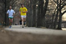 David Chorney and Mike Burnstein (L) train for the Boston Marathon in Boston, Massachusetts, April 3, 2014. REUTERS/Brian Snyder