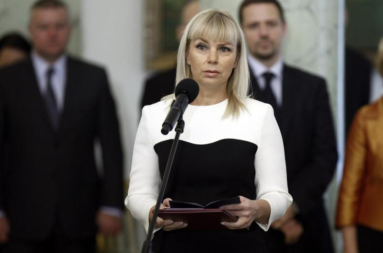 Elzbieta Bienkowska is being sworn in as Poland's new Deputy Prime Minister and Minister of Infrastructure and Development and Transport, during a ceremony at the Presidential Palace in Warsaw November 27, 2013. REUTERS/Peter Andrews