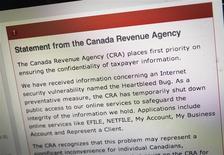 """La página de internet de la agencia de recaudación de impuestos de Canadá con información sobre el fallo de seguridad """"Heartbleed"""" en Toronto, abr 9 2014. La agencia de recaudación de impuestos de Canadá dijo el lunes que la información privada de unas 900 personas fue robada de sus sistemas informáticos a causa de las vulnerabilidades de 'Heartbleed'. REUTERS/Mark Blinch"""