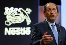 Paul Bulcke, l'administrateur délégué du groupe Nestlé. Le géant suisse dit s'attendre à une accélération de la croissance organique de ses ventes au cours des prochains trimestres après un ralentissement à 4,2% sur les trois premiers mois de l'année. /Photo prise le 10 avril 2014/REUTERS/Denis Balibouse