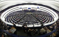 Заседание Европарламента в Страсбурге 15 апреля 2014 года. Европейские законодатели во вторник наконец-то договорились о новых правилах, облегчающих ликвидацию проблемных банков. REUTERS/Vincent Kessler