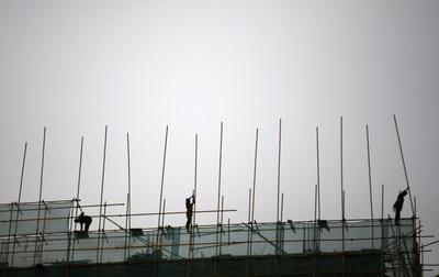 China first-quarter GDP at 18-month low, to cut reserve ratio for small banks