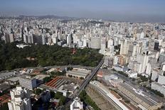 Vista aérea de Belo Horizonte. A economia brasileira registrou forte desaceleração em fevereiro, apesar de ter marcado o segundo mês seguido de expansão, sinalizando que a atividade deve um ano difícil. 10/04/2014 REUTERS/Washington Alves