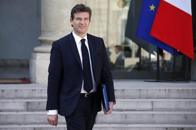 French economy minister urges talks over euro strength